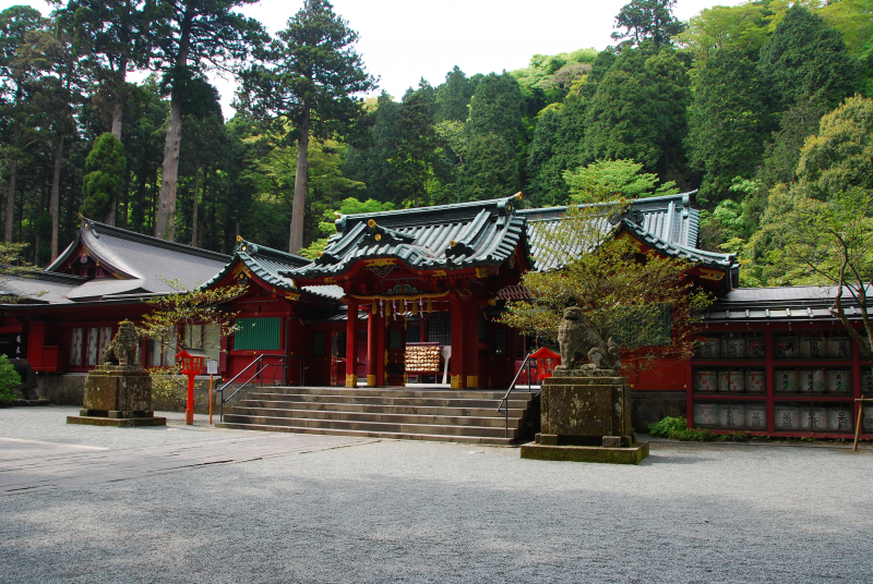 Hakone Shrine:This is said to have been founded 1200 years ago.