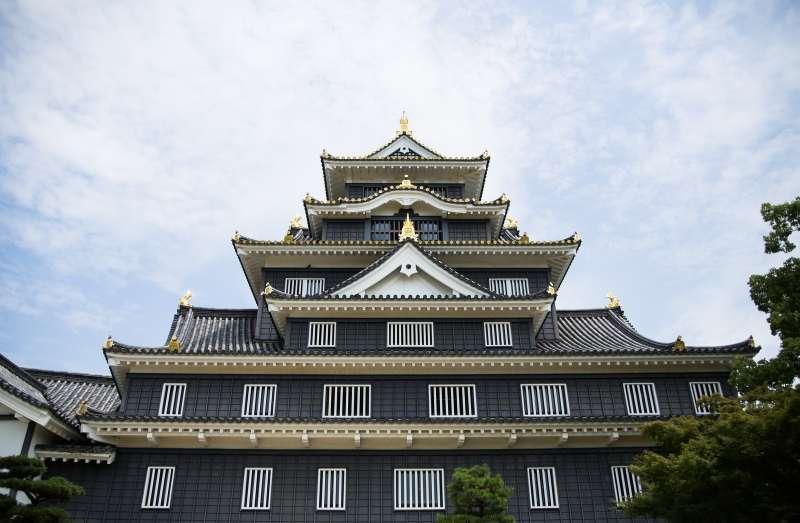 Okayama castle Admisshon fee is 300 yen