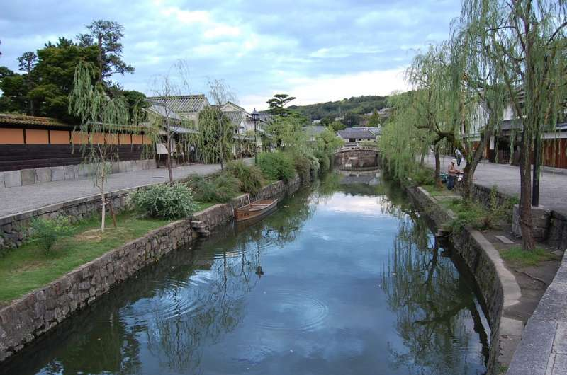 Kurashiki historical quarter Ohara museum of art and Sake brewery are in the quarter. Admission fees are 1300 yen and 500 yen respectively.