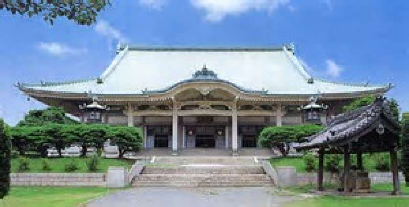9.Located in the suburban area of Yokohama city, Sojiji is an internationally opened temple for Zen practice