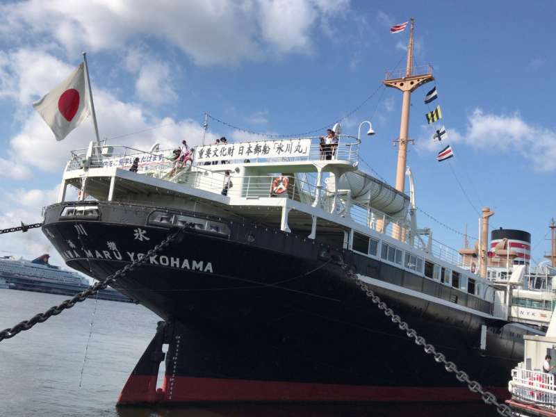 NYK Hikawamaru in Yamashita Park: You can tour the Art Deco-style dining room, the special guest rooms and other rooms, from wich you can feel the time when the ship navigated on the Seattle Water Route.