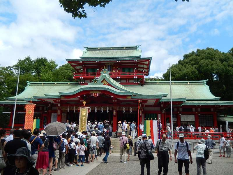The main hall of the Tomioka Hachimangu shrine