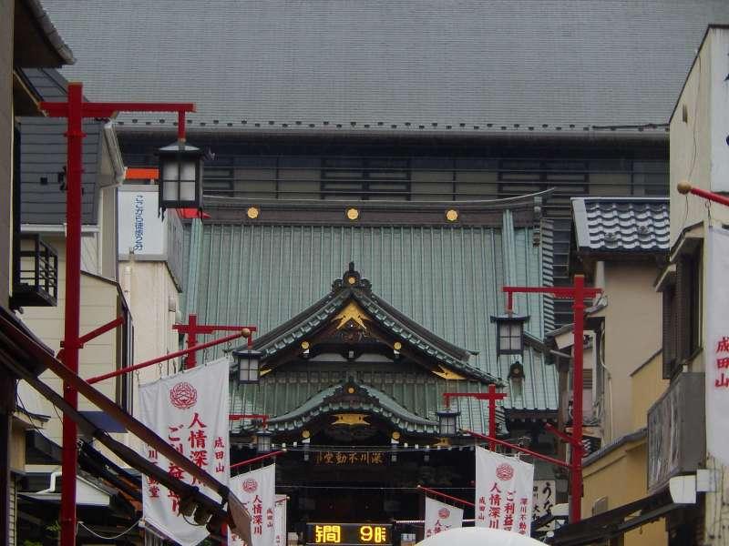 A big roof of the Fukagawa Fudoson temple