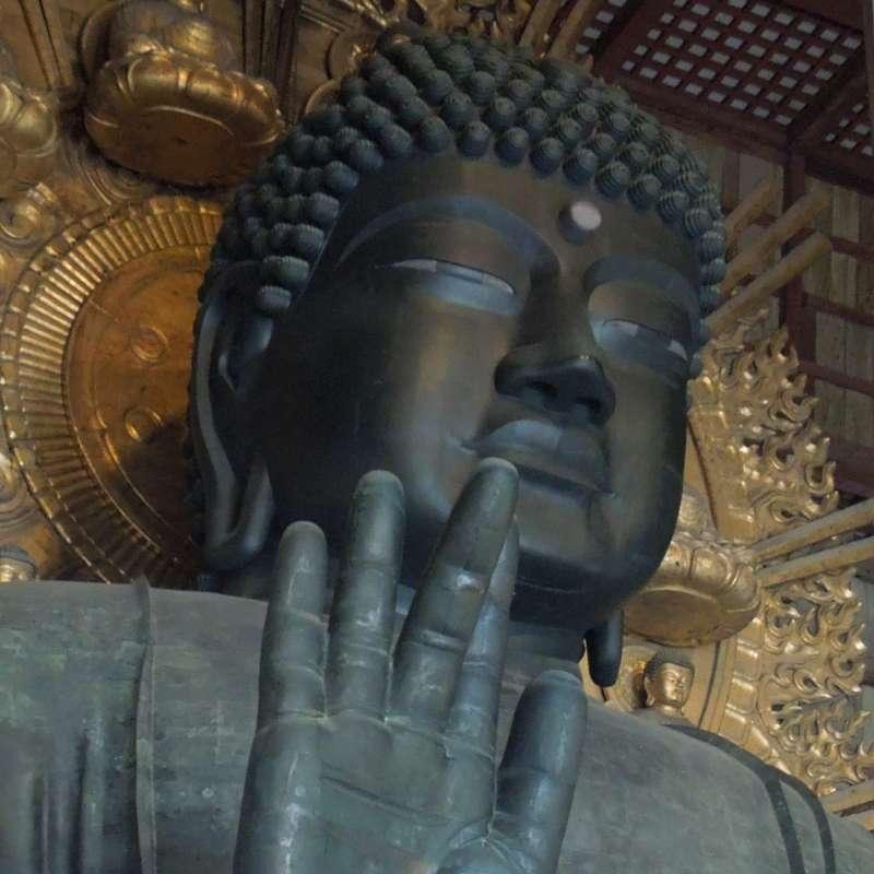 Gran Buda tiene unos 15 metros y 250 toneladas.