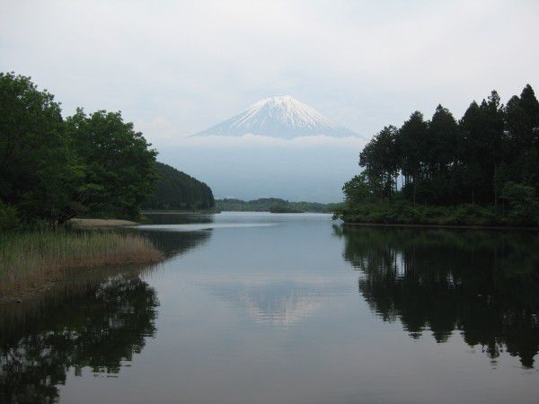 Lake Tanuki, famous for the reflection of Mt. Fuji