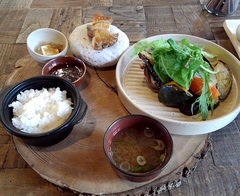 You can enjoy cuisines using fresh vegetables of this region.