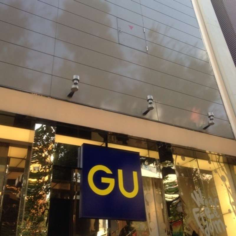 GU is one of the cheepest lines in Japan. Under-1000yen items are available here and there in this store.
