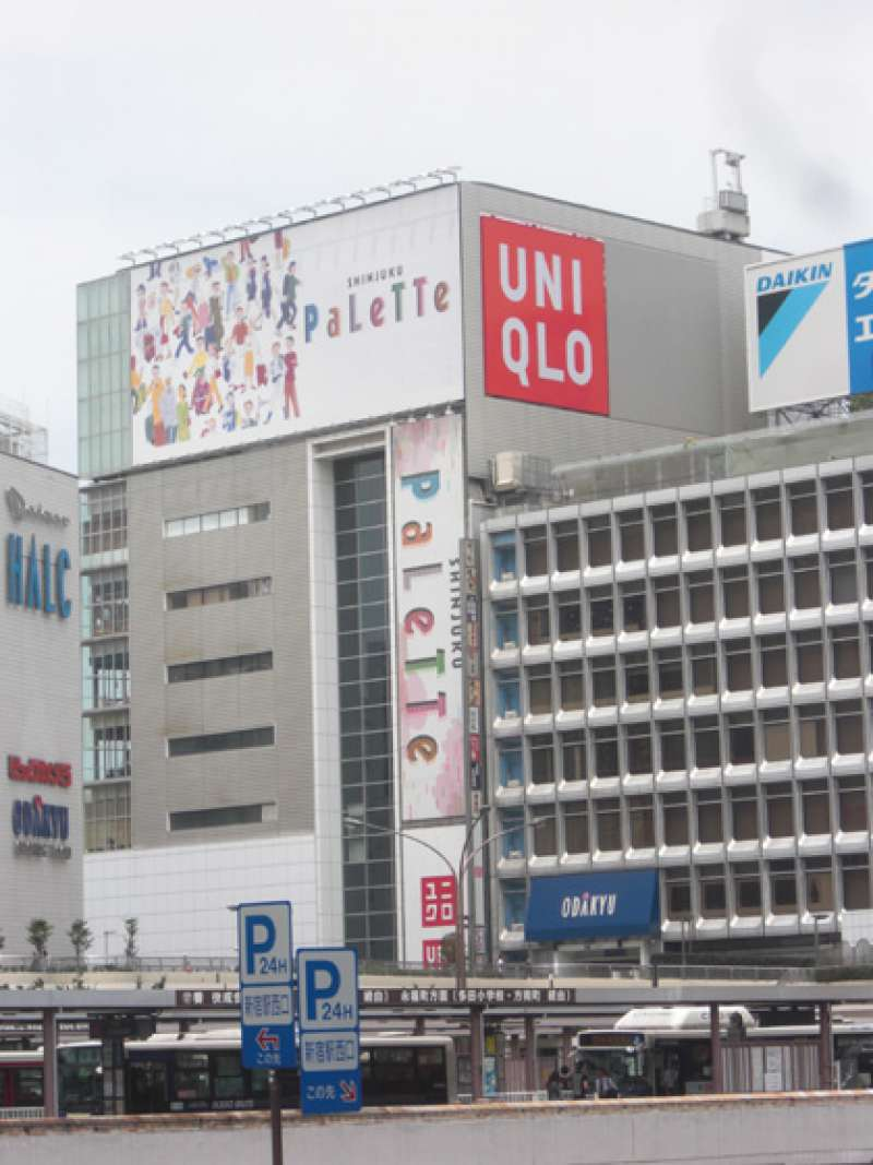 UNIQLO is a worldwidely-known chain. Its winter jackets have been always top sales in winter fashion market in Japan.