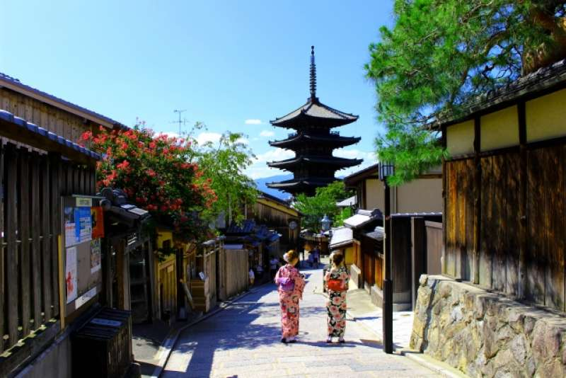 The Higashiyama District along the lower slopes of Kyoto's eastern mountains is one of the city's best preserved historic districts.