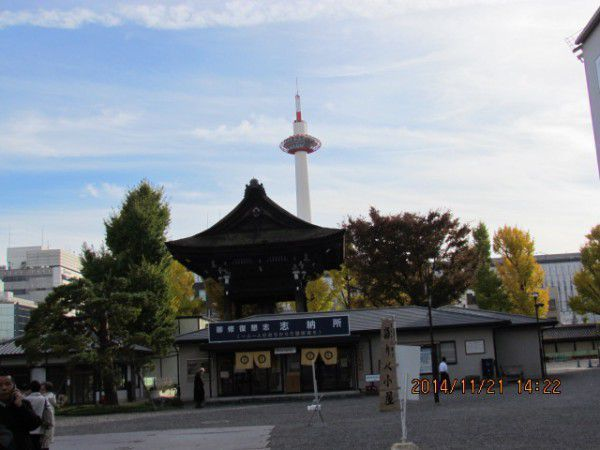 Kyoto Tower viewed from the grounds of Higashi Hionganji Temple