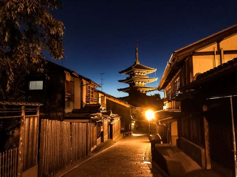 2-hour Gion evening walking tour