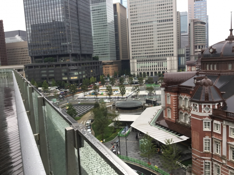Lot of large and tall marunouchi-buidings standingin the Marunouchi-district.