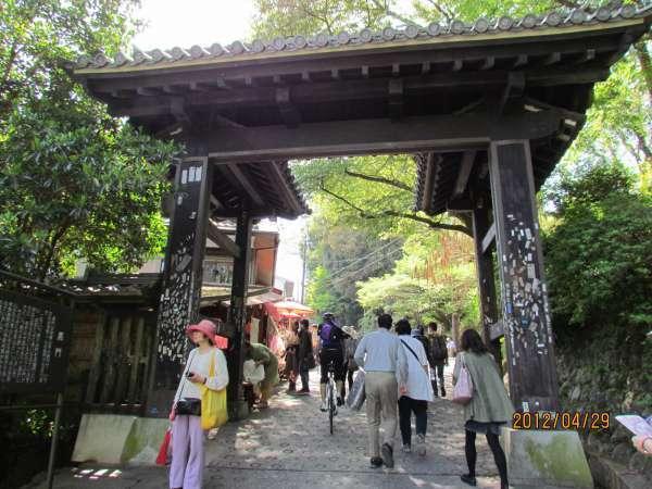 Kuro-mon (Mlack Gate)