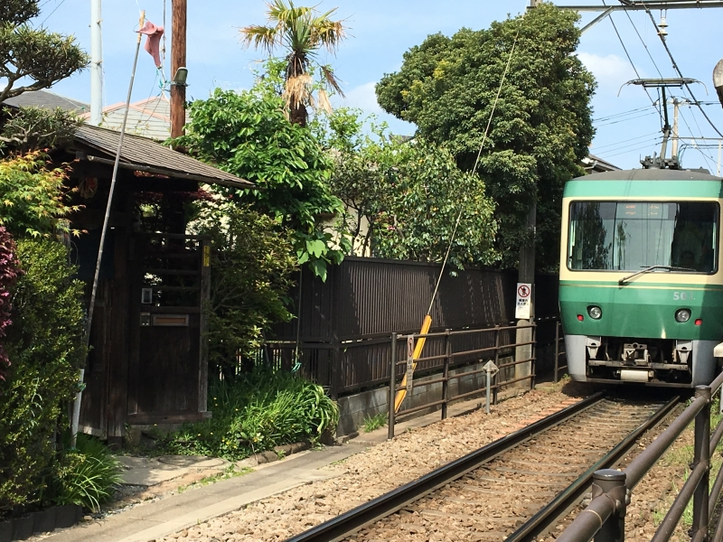 Enoden railway and a Japanese cafe along the railway