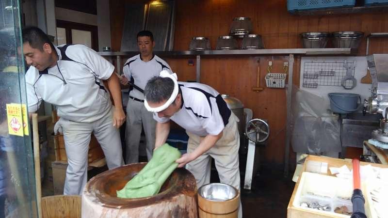 Mochi making in Naramachi