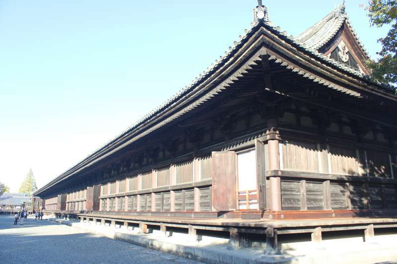 Sanjyu-sangendo-temple   It has the longest frontage (120 meters or 390 feet)