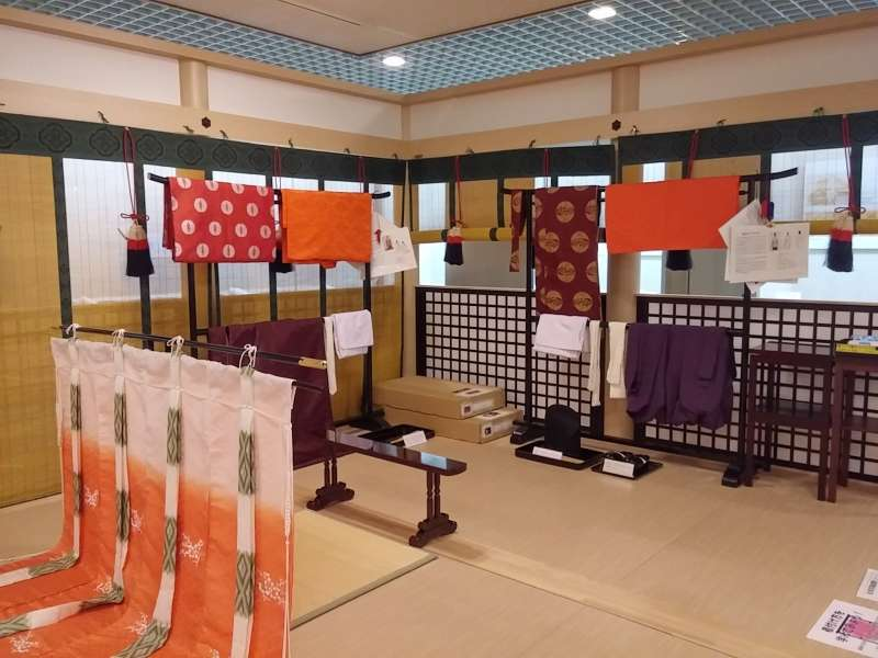 Free try-on area for Heian era costumes (You can take pictures with them!)