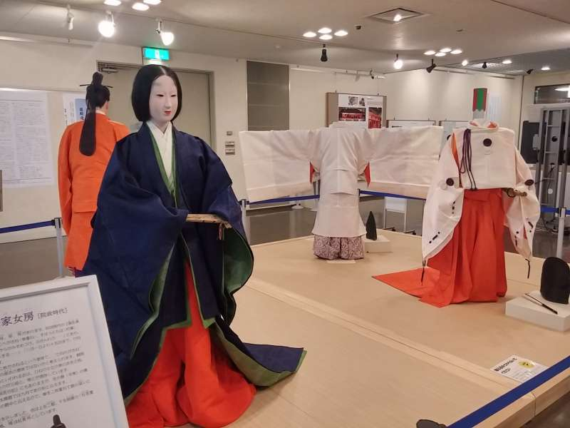 Costumes of nobles in Heian era (8th to 12th century)