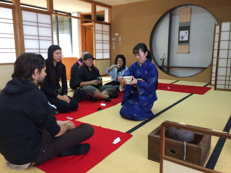 Every Thursday, you can enjoy Tea Ceremony free of charge.