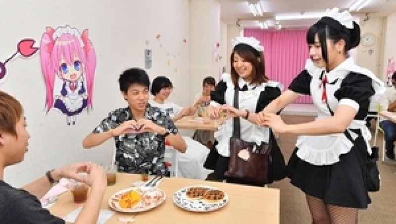 7 Akihabara Maid Cafe