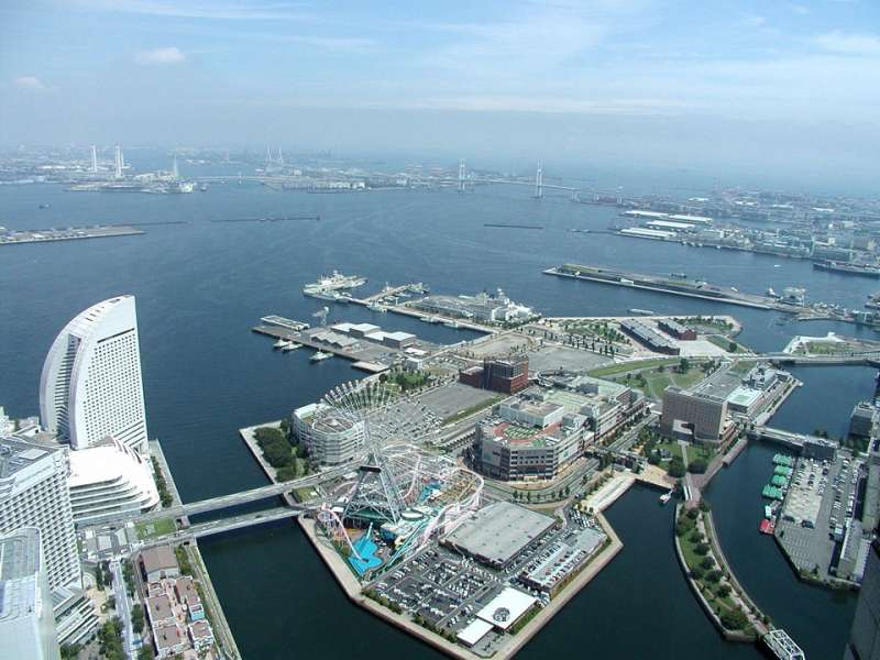 2. Yokohama route: Landmark Tower where you can enjoy a spectacular view of Yokohama from its 200m observatory (Admission 1000 JPY per person, except for the guide)