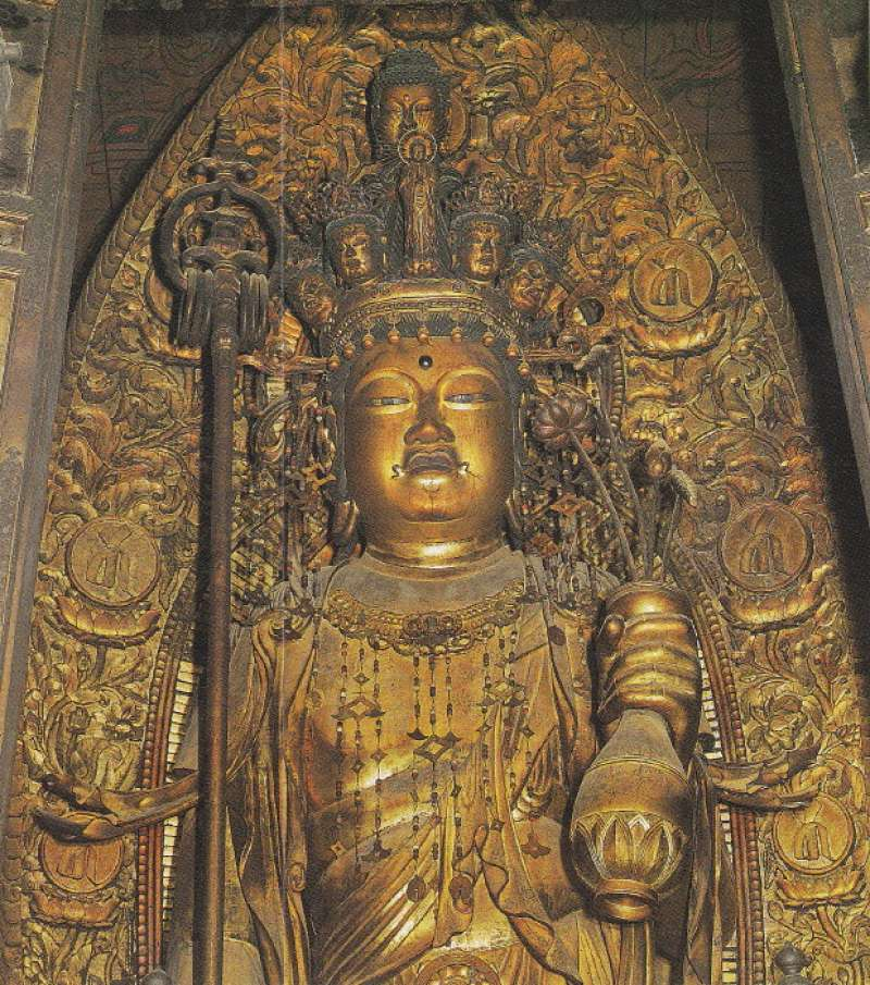3. Kamakura route: Hasedera Temple which has nice garden and many gorgeous statues of Buddha (Admission 300 JPY per person, except for the guide)