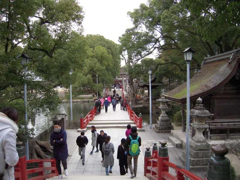 Over 8 million people visit Dazaifu Tenmangu every year.