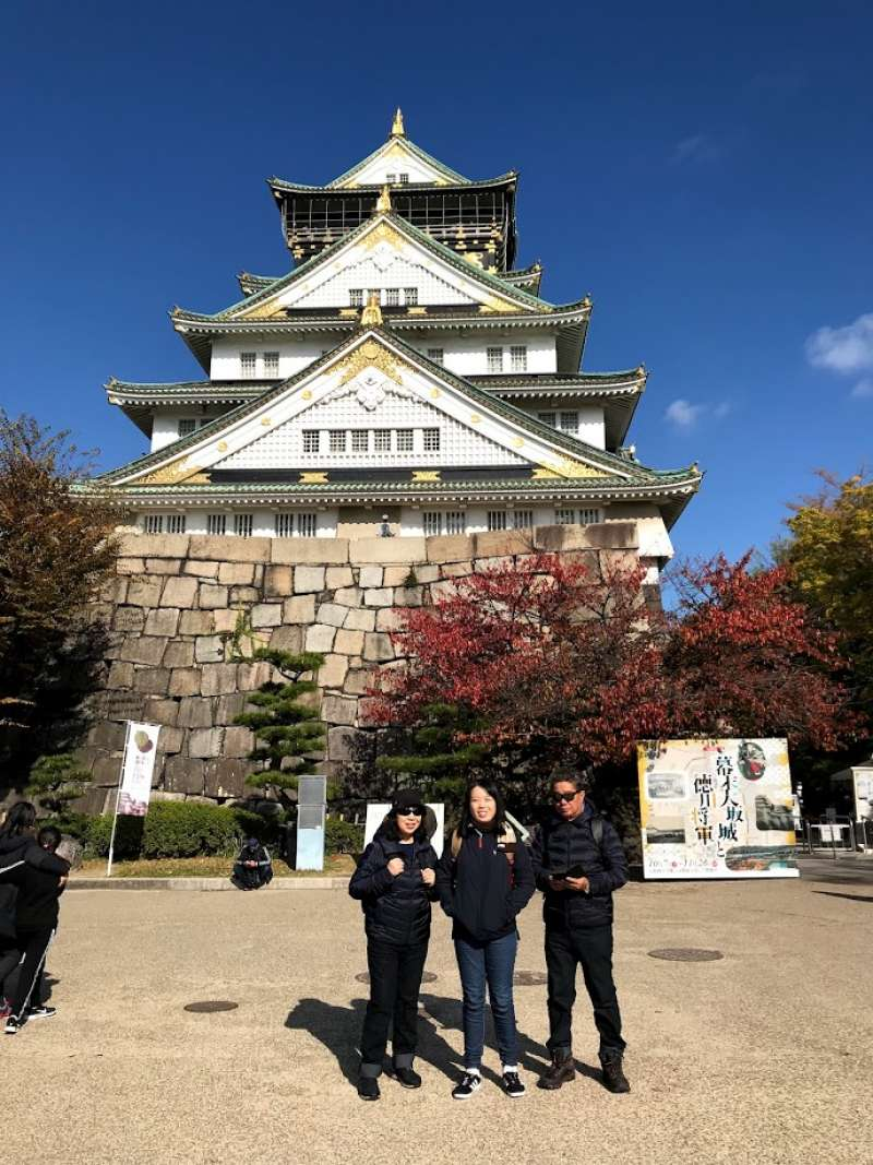 Osaka-jo Castle was erected in late 16th century. This is land mark led to Edo period. The fierce and relentless battle between Tokugawa and Toyotomi family took place.