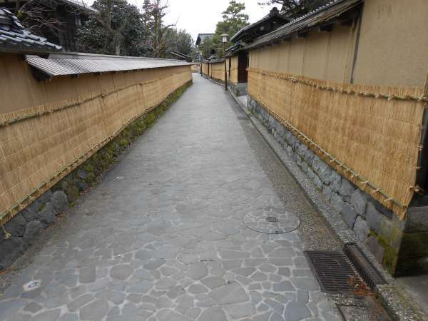 Nagamachi samurai district. Mud walls are skirted with straw mats to protect against snow.