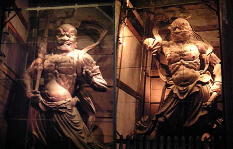 a pair of guardian deities in Todaiji temple