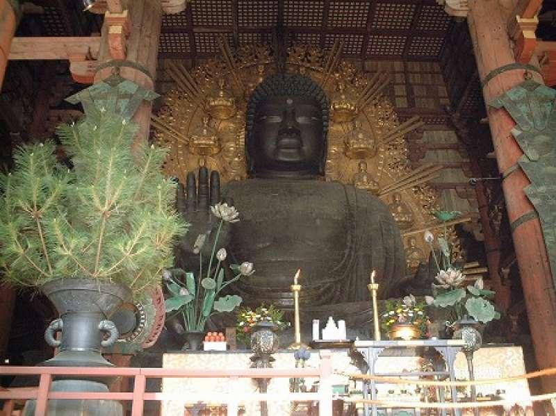 great statue of Buddha in Todaiji temple