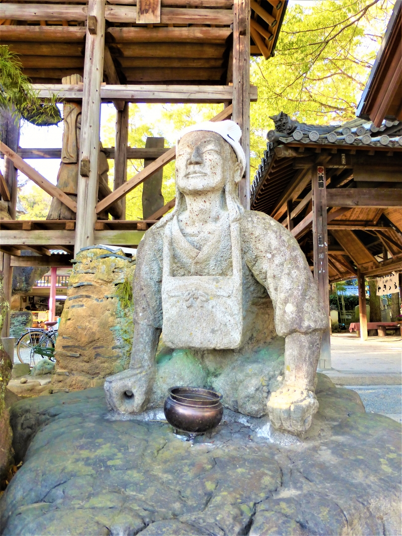 The statue of legendary Emon Saburo who is believed to be the origin of the Shikoku Pilgrimage to the 88 temples. You can see it at the entrance of Ishite-ji Temple.