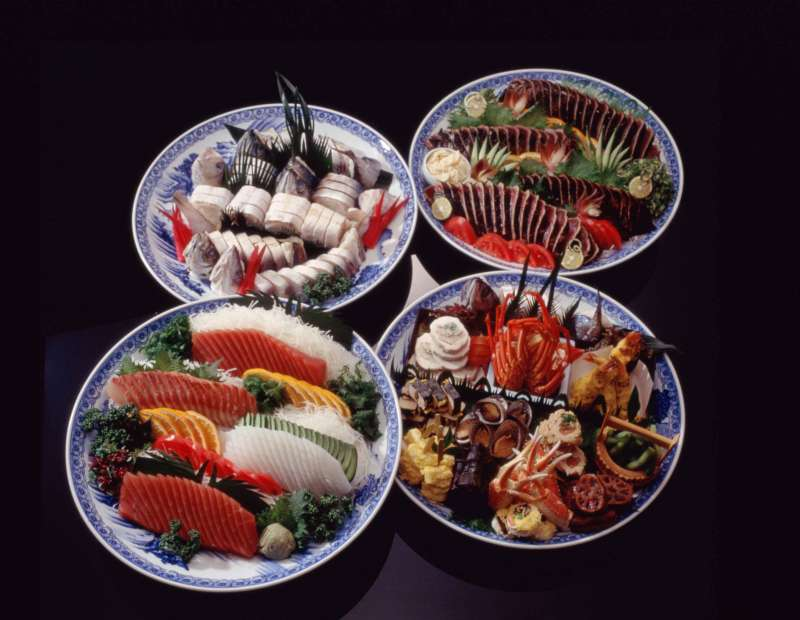 In Kochi there is a custom to eat Sawachi-ryori (an assorted cold food served on a large plate)  at the celebration.