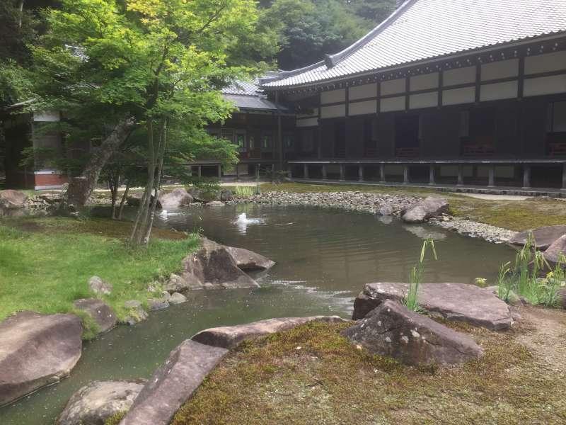 Shinji-ike Pond in Engaku-ji Temple