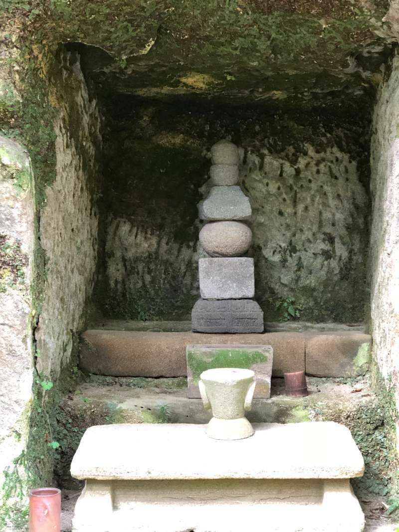 Tomb in Yagura cave in Tokai-ji Temple