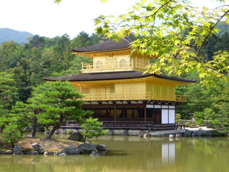 Originally used as a villa by the SHOGUN, decorated with the Gold leaf, how beautiful !!
