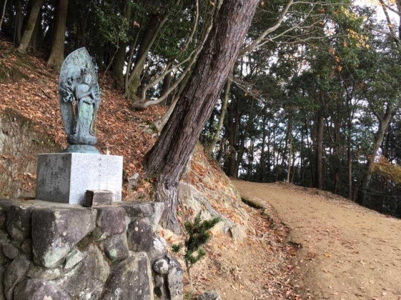 One of the Kannon statues along the approach to the temple, including the Thousand-armed Kannon and the Eleven-faced Kannon, and the like. Shoshazan Engyoji Temple is regarded as one of the 33 sites appointed as pilgrimage temples in Western Japan.
