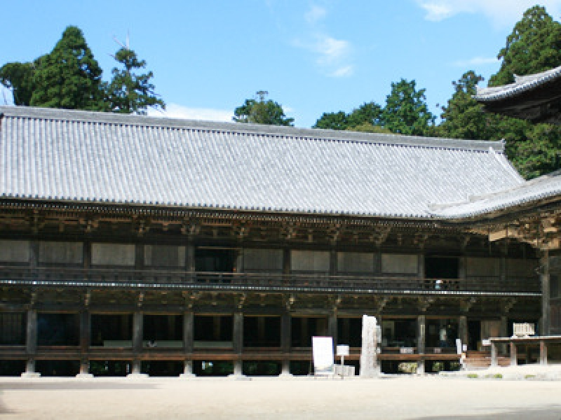Jikido Hall  where Buddhist monks used to eat and sleep, being constructed in 1174 as a monk's training center and boarding house. Reconstructed in 1963. It's also a popular shooting place for samurai  films and TV dramas.