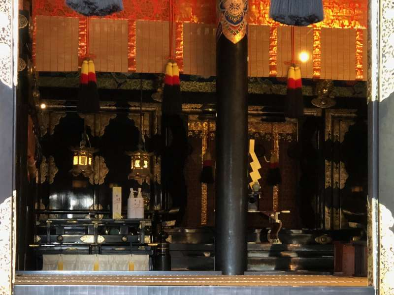 Enshrined Deities in the main building at Kunozan Toshogu! It is quite unique that the shrine enshrines 3 worshipped deities of Tokugawa Ieyasu, Toyotomi Hideyoshi, and Oda Nobunaga, the most famous feudal lords in 16th century.