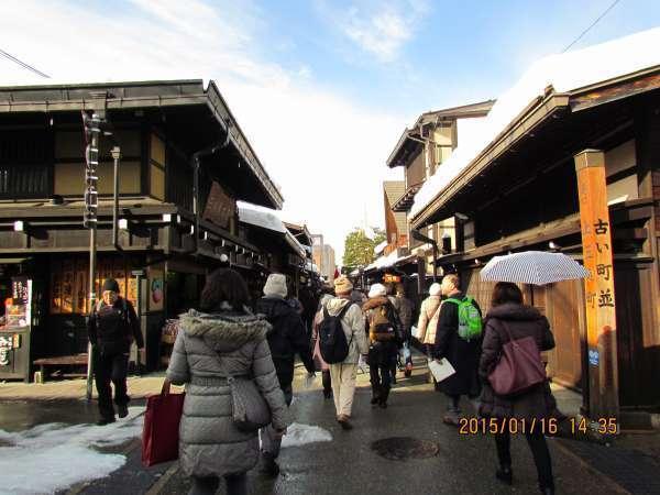 Kami-sannomachi avenue.