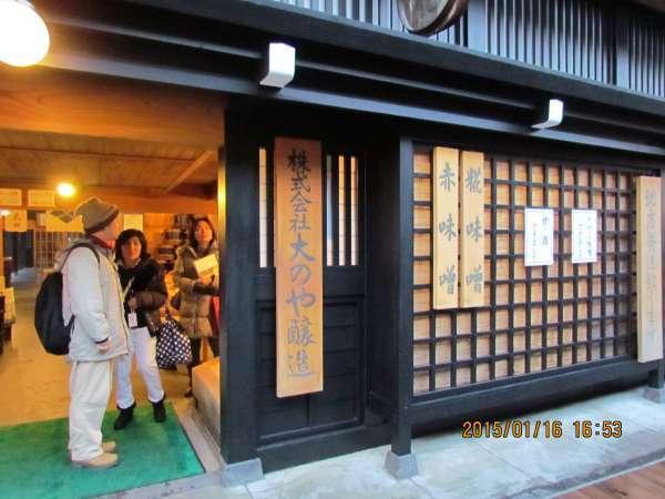 a shop in Kami-sannomachi avenue