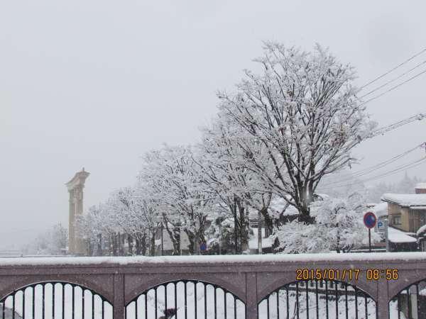 Snow-covered Yayoi Bridge