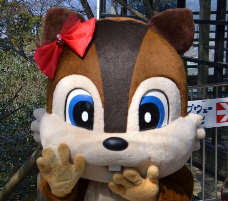 Riro-chan, la mascota de la villa de las ardillas