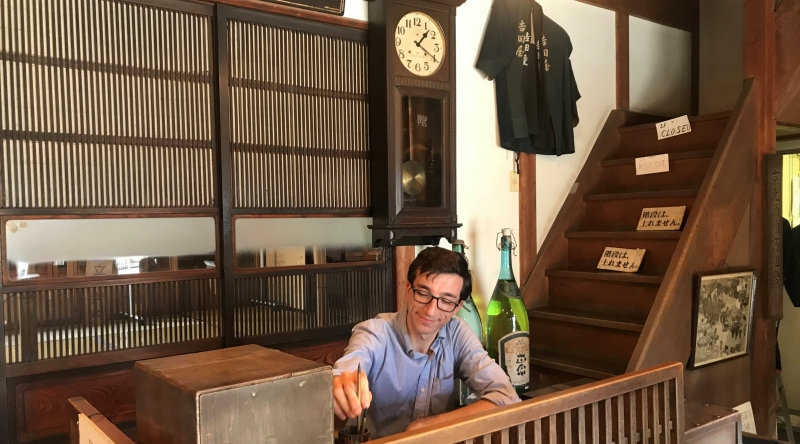 Pretending to be a clerk at a 100-year-old sake store in Old Town Yanaka (Option A).
