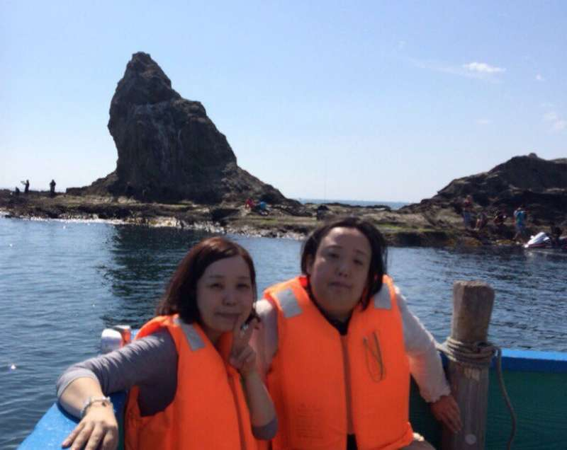 Yuri and her friend. The rock behind us is Eboshi Iwa.