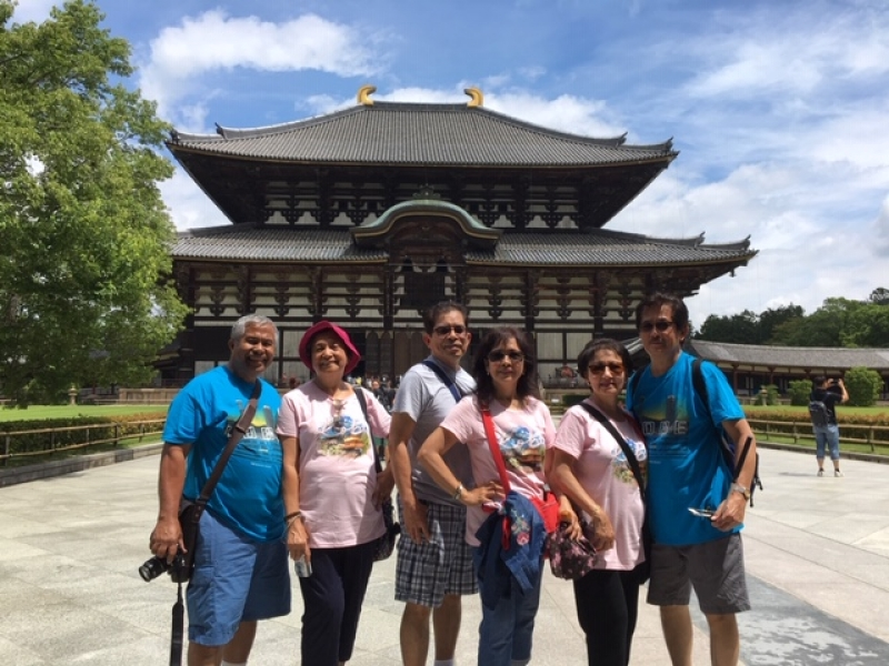 Lovely couples from the USA in Nara Park