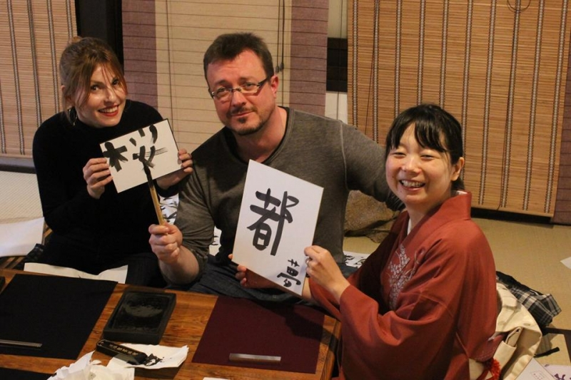 I teach many different types of Japanese characters. You can practice a lot during the lesson.