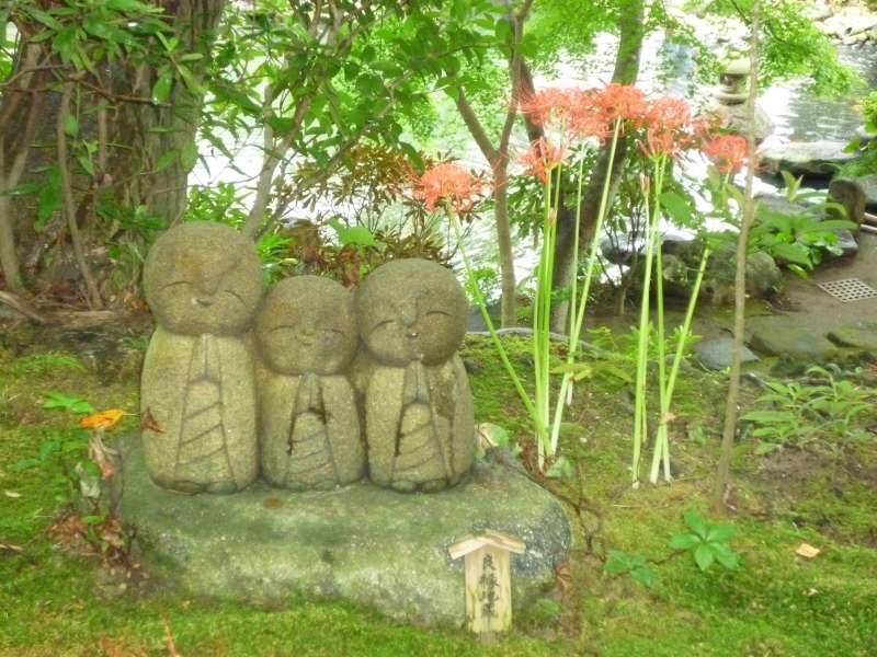 Schutzgoetter der Kinder im Hase-Tempel