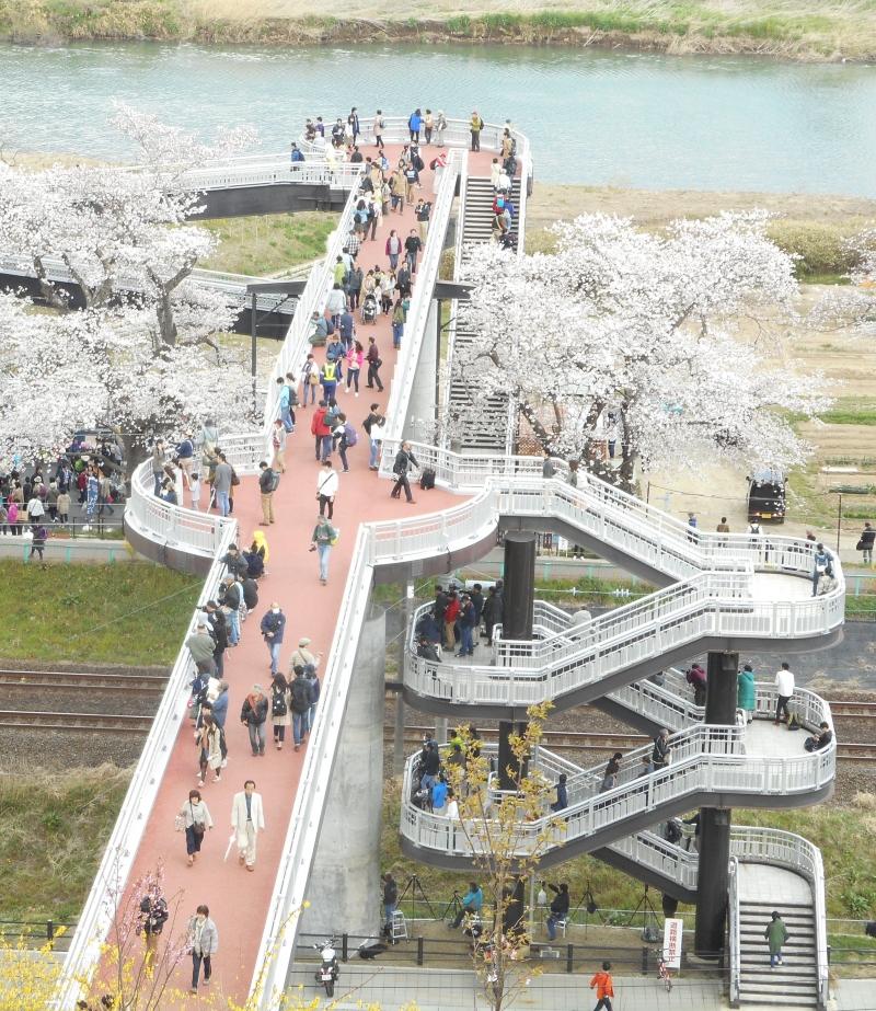 A bridge to Funaoka Park.
