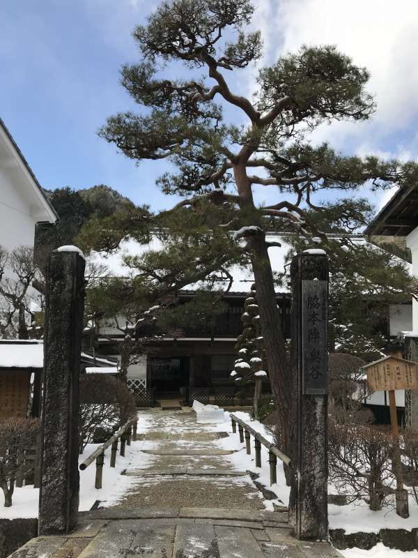 Waki-honjin was used to be a big inn for special travelers including the emperor. It is open for visitors to walk through rooms and japanese gardens seeing many antique goods.